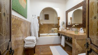 atzaro suite bathroom
